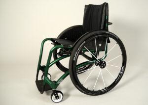 Bilden visar en av de nya ramfärgerna, anodiserad grön, på rullstolen W5